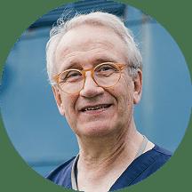 Dr. Dr. Lür Köper, ehrenamtlicher MKG-Chirurg