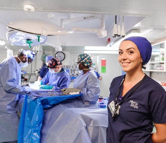 Crew bei Operation / Chirurgie